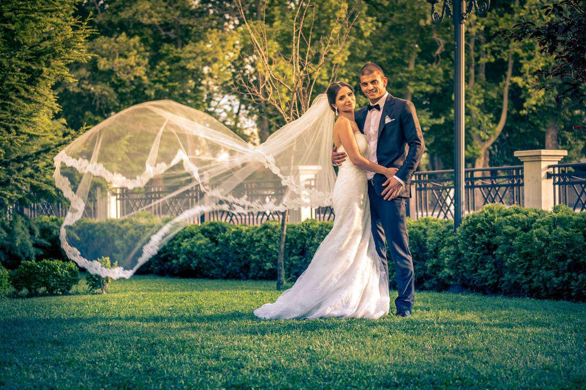 Моменти от сватбата на Ж&С. Сватбена фотография от професионален фотограф Иван Банчев.