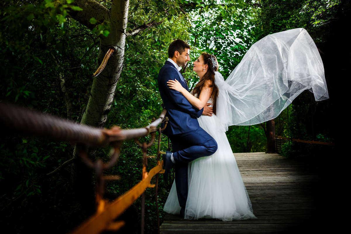 Моменти от сватбата на Д&М. Сватбена фотография от добър професионален фотограф Иван Банчев.