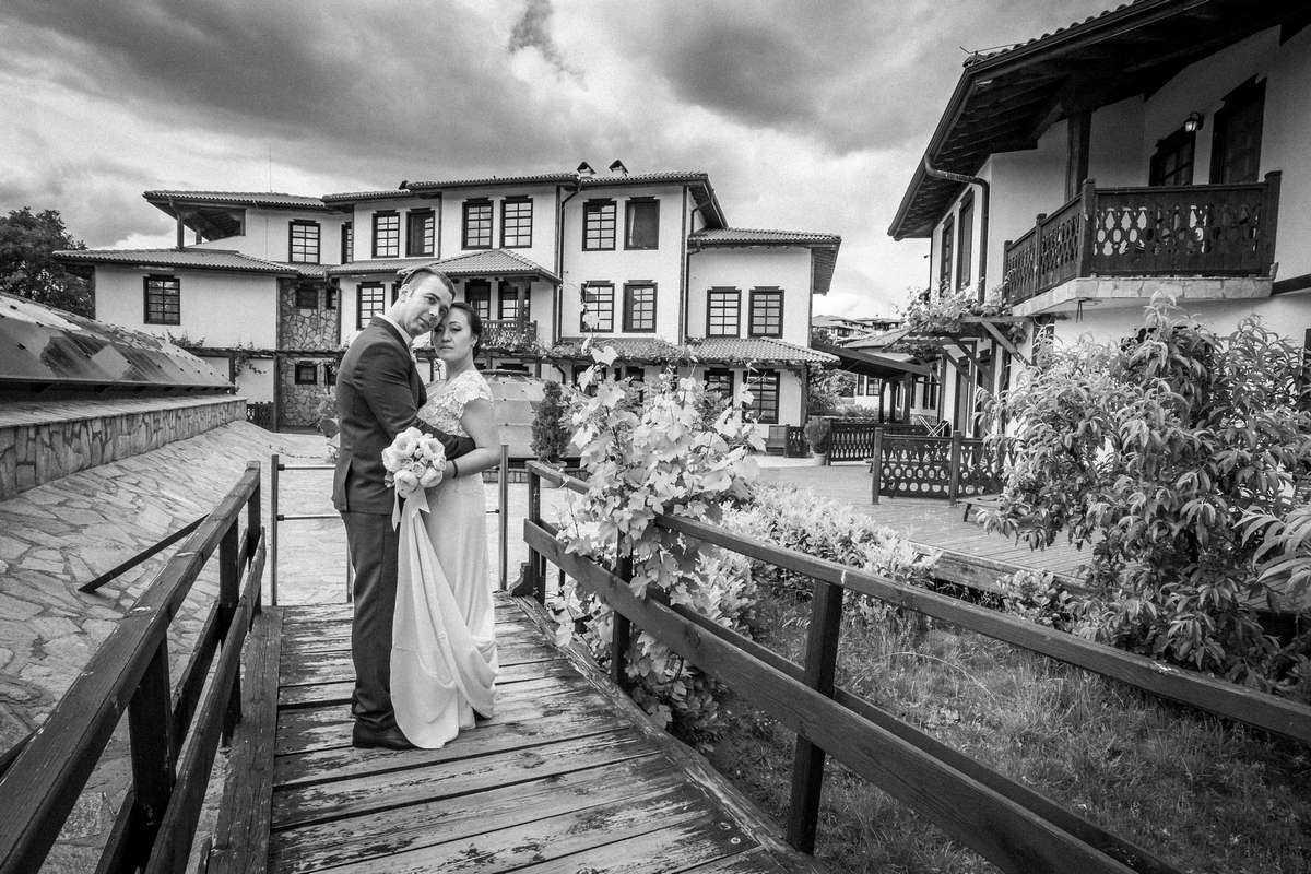 Моменти от сватбата на Ф&П. Сватбена фотография от професионален фотограф Иван Банчев.