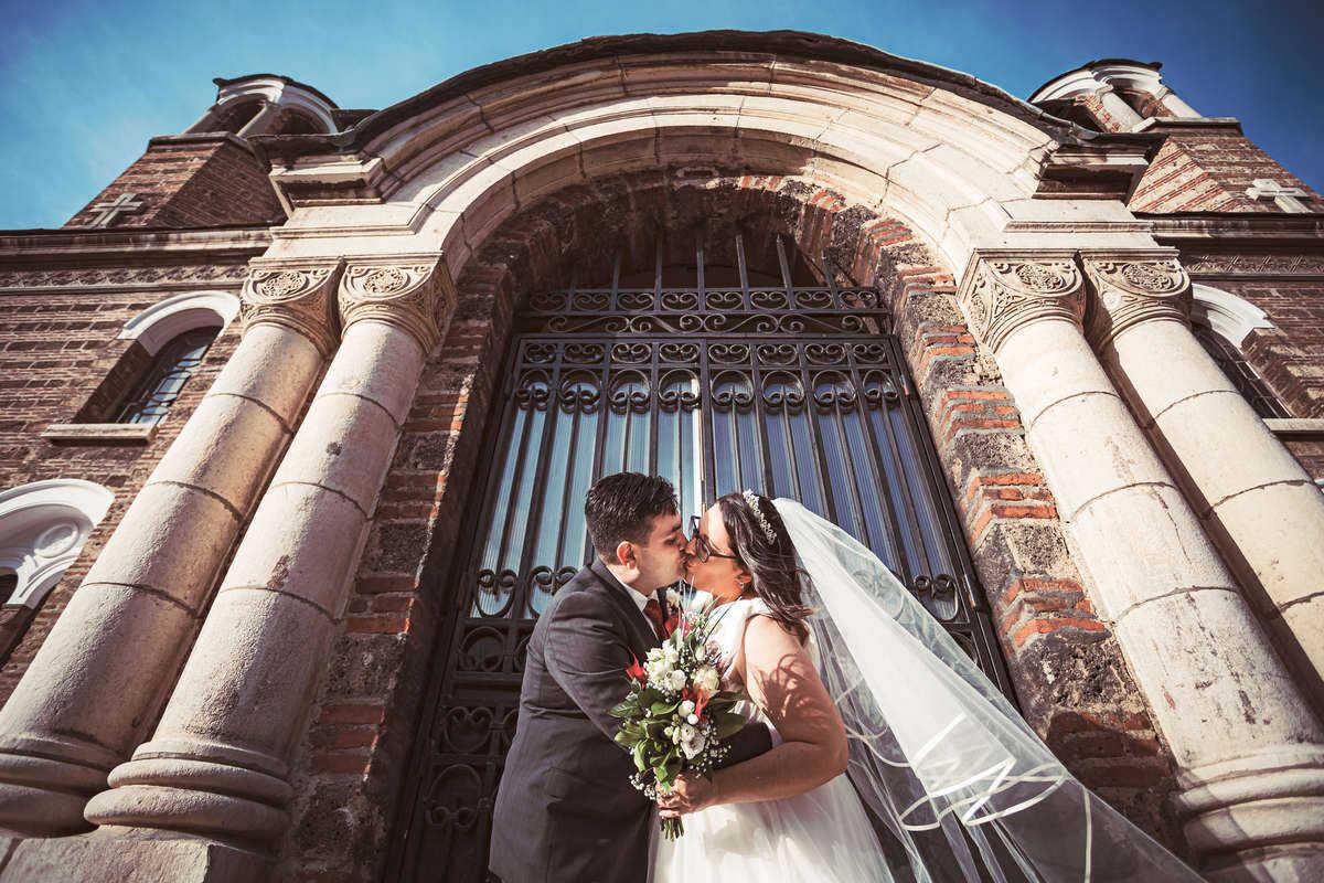 Моменти от сватбата на Ц&С. Сватбена фотография от професионален фотограф Иван Банчев.